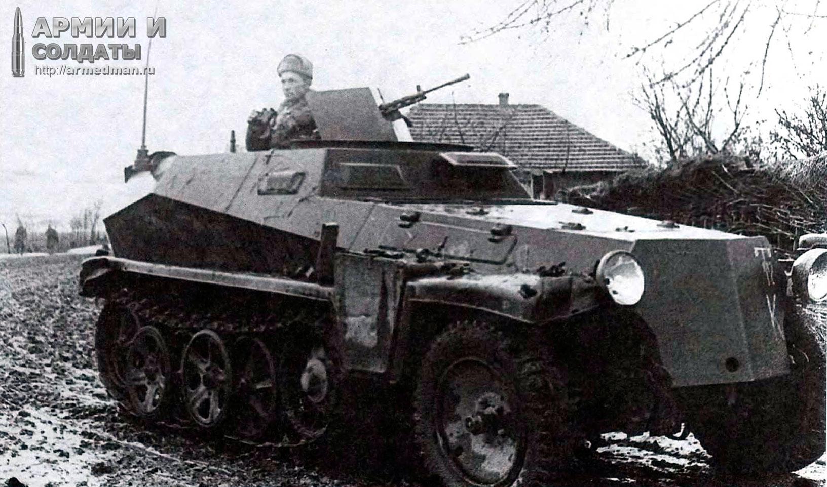 Трофейный-Sd.Kfz.250-в-качестве-разведывательной-машины-Красной-Армии,-Моздок,-осень1942.-Установлен-советский-пулемет-ДП