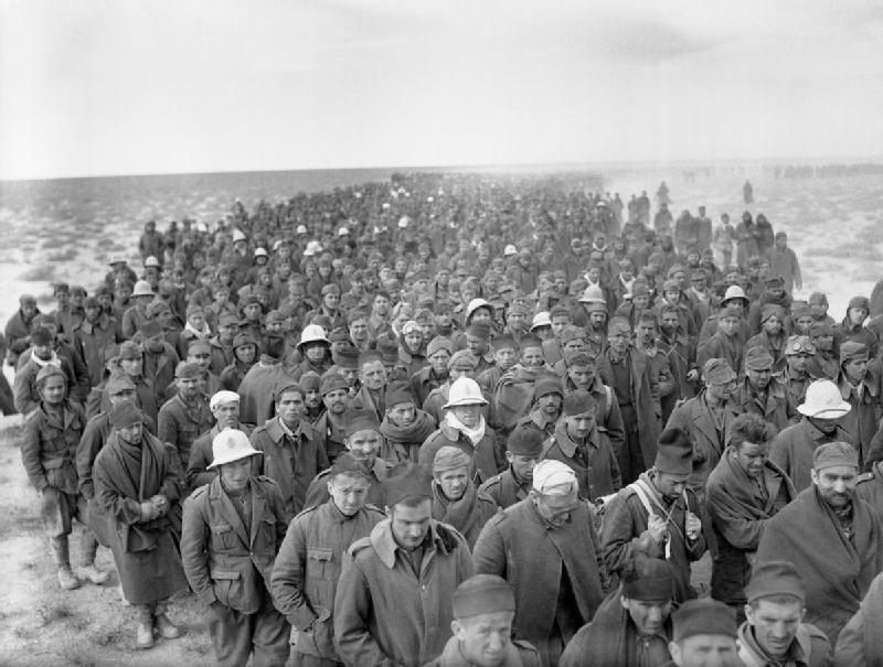 """Итальянские военнопленные, захваченные в ходе операции """"Компас"""", 1940"""