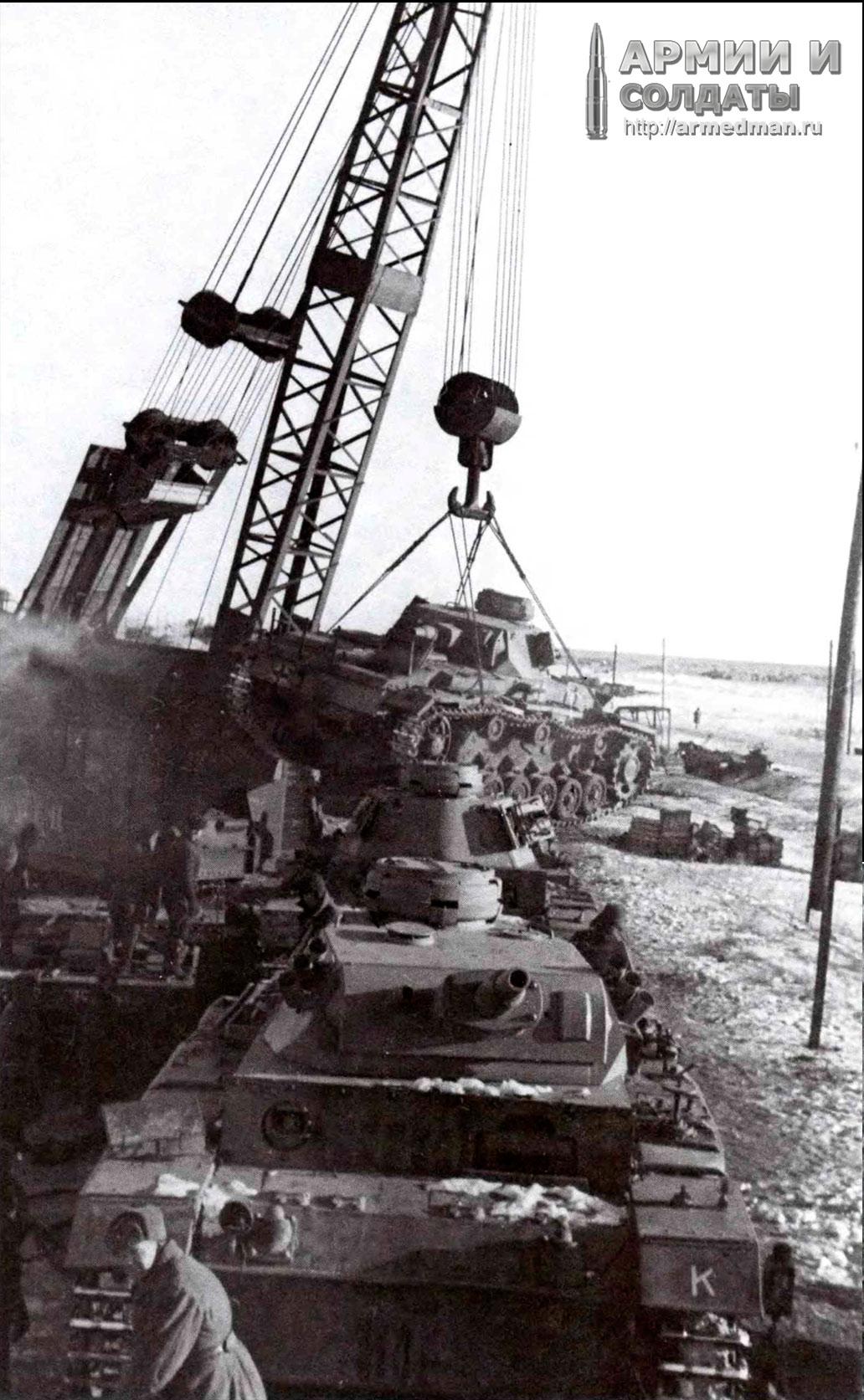 погрузка-трофейныйх-Pz.III-для-отправки-на-ремонт,-январь-1943-г.,-Сталинград