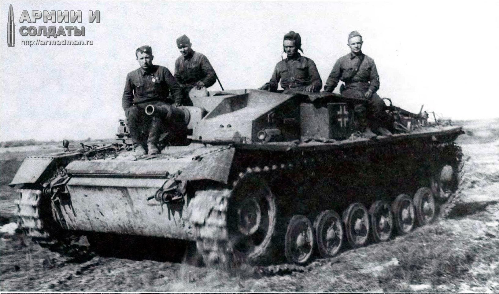 трофейная-команда-вывозит-StuG-III-в-тыл,-лето-1942