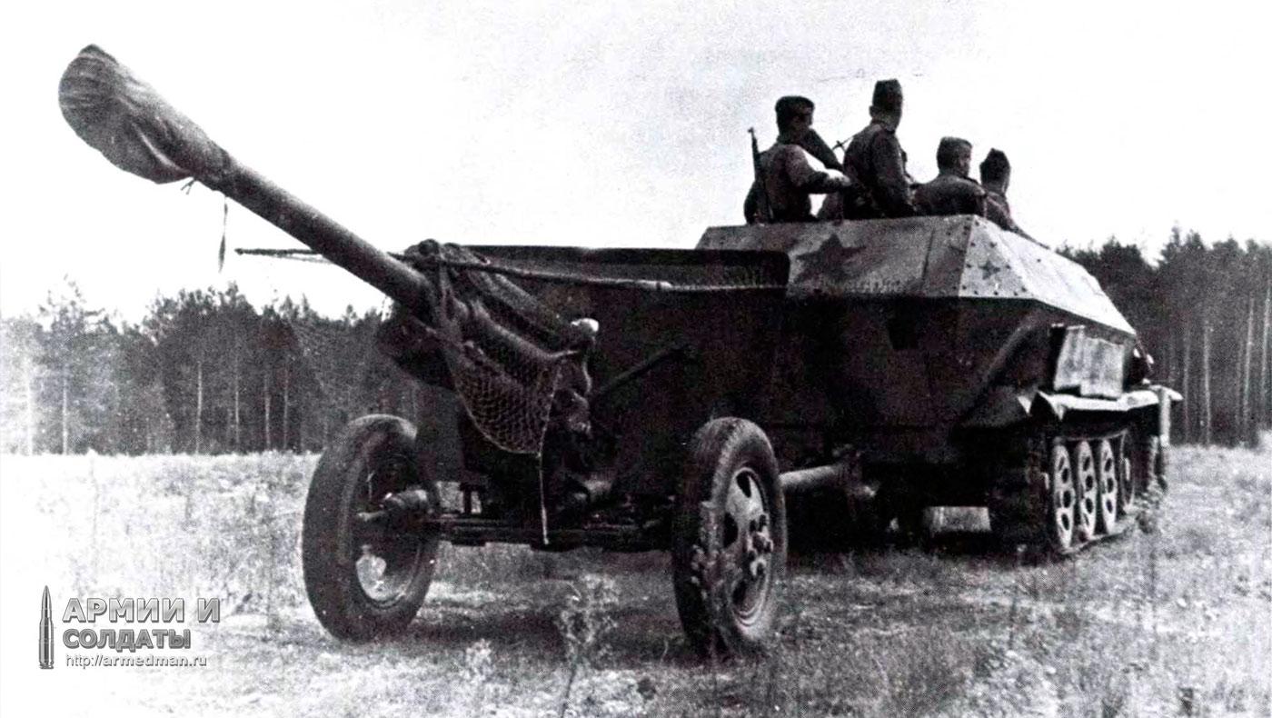 трофейный-Sd.Kfz-251-Aust-C-в-качестве-тягача-для-пушки-ЗиС-3,-1943