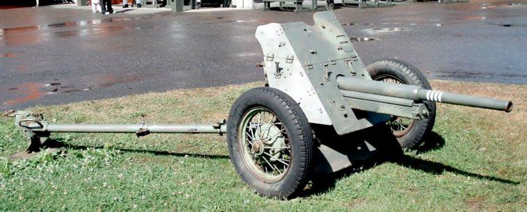 """45-мм противотанковая пушка 53-К. Невооруженным глазом видно, кому орудие приходится """"родственником"""""""