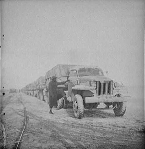 Колонная грузовиков для отправки в СССР из Ирака, ближневосточный лендлиз