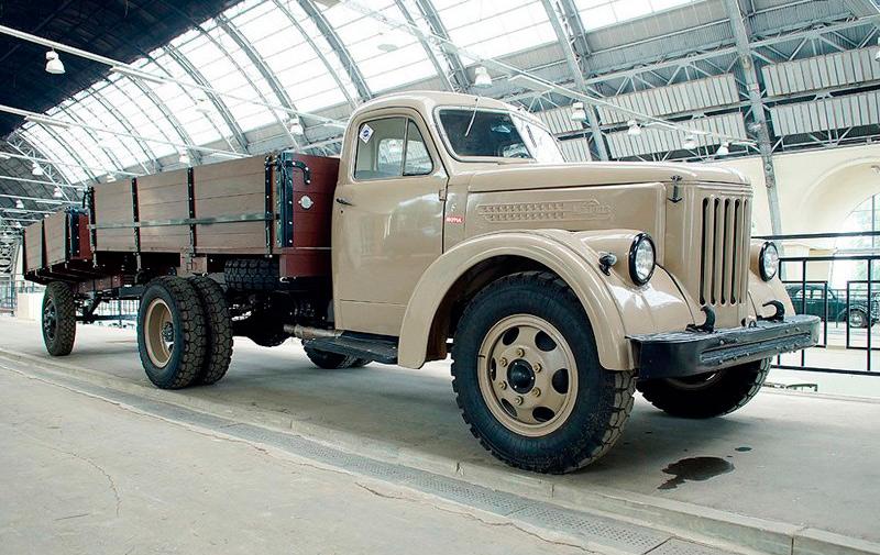 УралАЗ-355М - тот же «старичок» ЗИС-5, но в совершенно новом исполнении