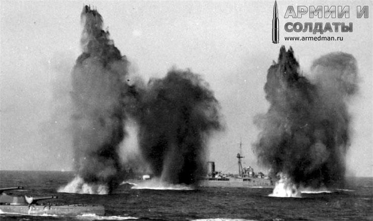 Британские линкоры ведут огонь по французским кораблям, операция катапульта