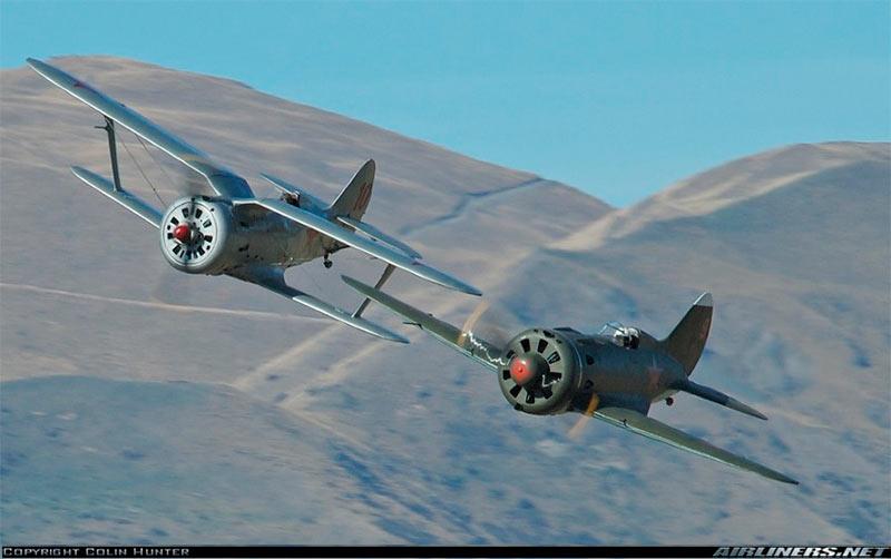 истребители И-153 и И-16