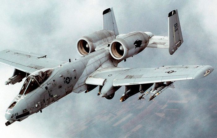 "американский штурмовик А-10-""тандерболт""."
