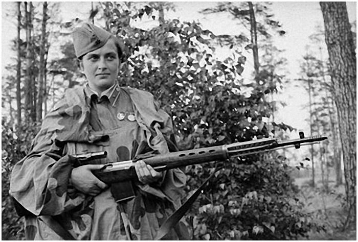 Людмила Павличенко - Герой Советского Союза, снайпер (309 убитых, 36 из них - снайперы) с СВТ-40