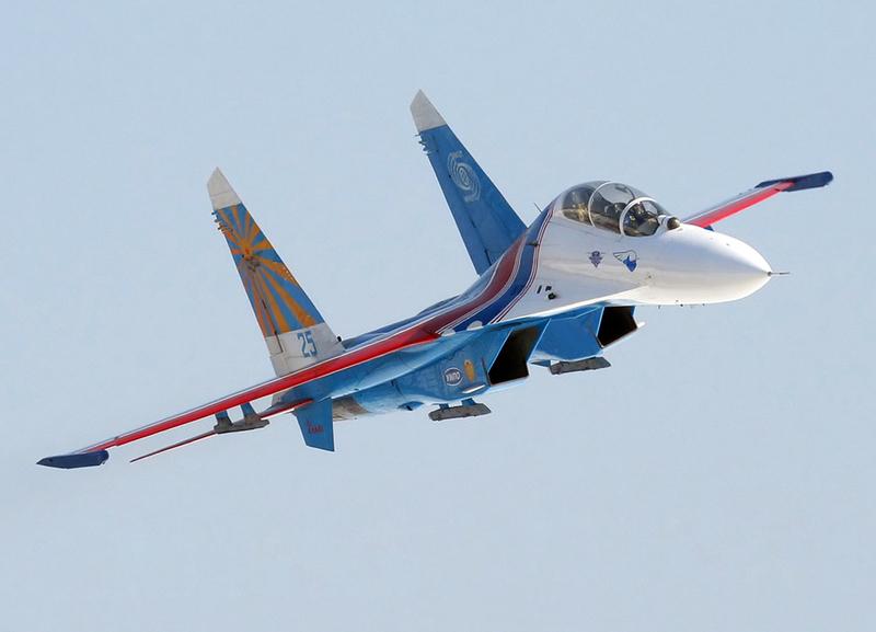 Су-27 в раскраске пилотажной группы