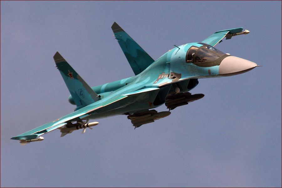 Су-34 - экипаж в кабине помещается не друг за другом, а рядом
