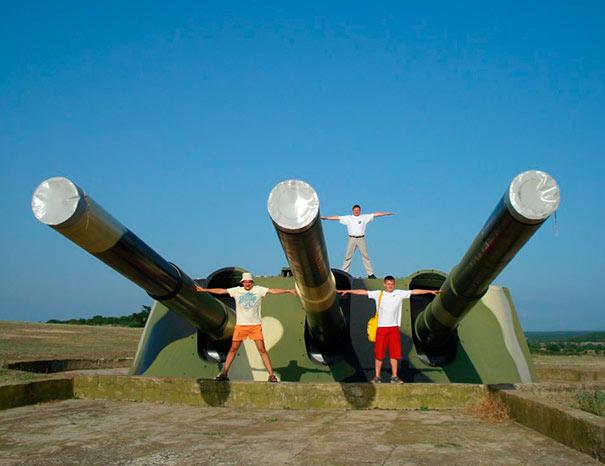 """Отличное фото, чтобы представить размер орудий """"Севастополей"""". 30-я батарея, г.Севастополь"""