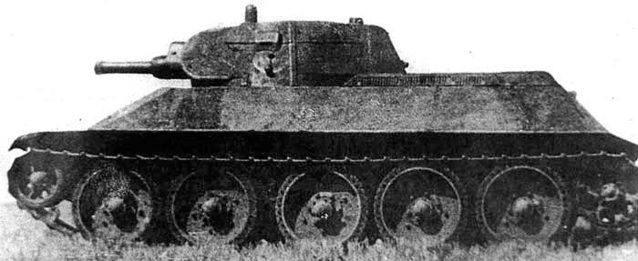 танк А-32 - на этот раз никаких колес, только гусеницы. Ну и пять катков на борт