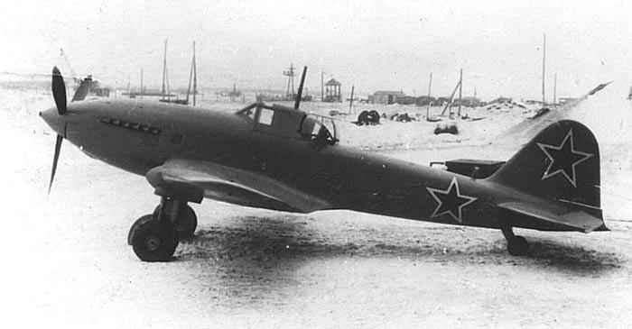 """Штурмовик Ил-10. Хорошо заметный """"гладкий"""", по сравнению с Ил-2, силуэт"""