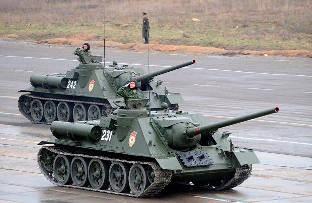 Восстановленные Су-100 на параде