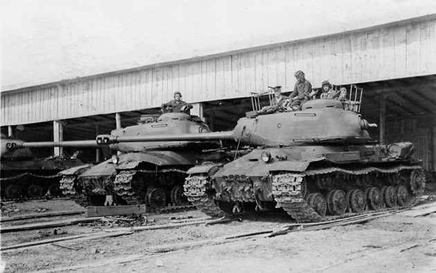 Танки ИС-2 74-го тяжелого танк-самоходного полка