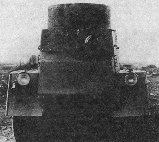 Тяжелый бронеавтомобиль БА-5, вид сзади. Хорошо виден пулемет смещенный справо
