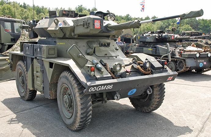 """Бронеавтомобиль FV721 """"Фокс"""", британский колесный танк"""