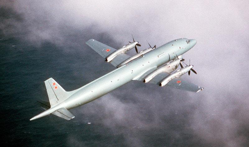 Противолодочный самолет Ил-38. Хорошо видна мачта мачта магнитного датчика в хвосте
