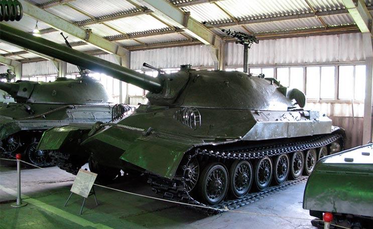Тяжелый танк ИС-7 в экспозиции танкового музея в Кубинке