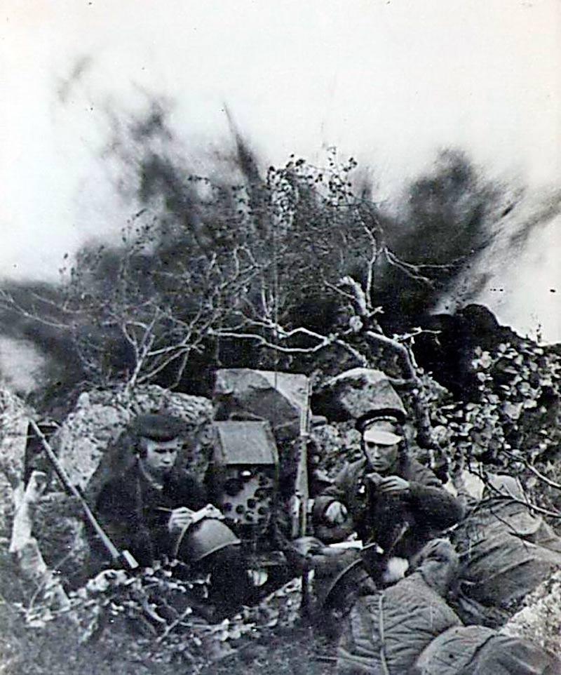 Связисты морской пехоты за работой