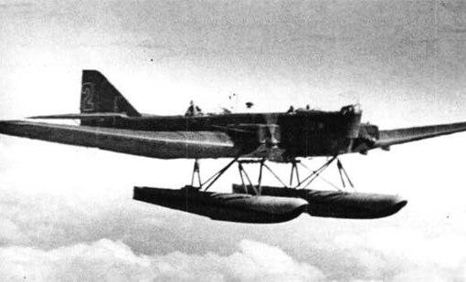 Тяжелый бомбардировщик ТБ-1 на поплавковом шасси