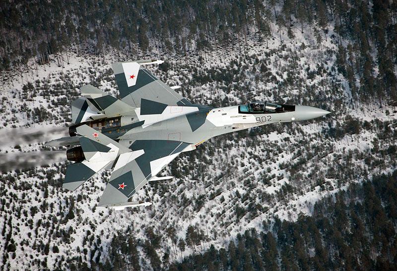 """Су-35 закамуфлирован с учетом """"местных особенностей""""."""
