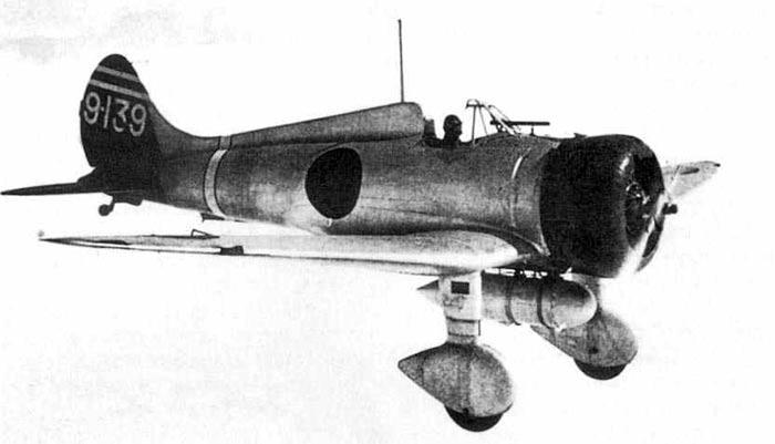 """Истребитель A5M """"Мицубиси"""" в полете"""