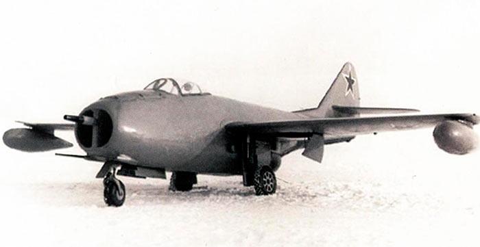 Реактивный истребитель МиГ-9
