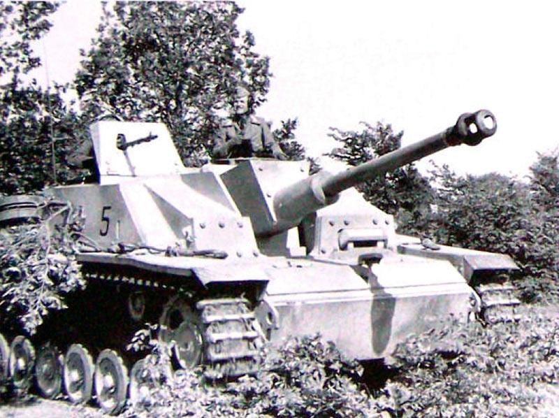 САУ---не-танк.-Пушка-СТУГ-3-пушка-имеет-угол-поворота-20-град-по-гориз,-и-6-+20-по-верт