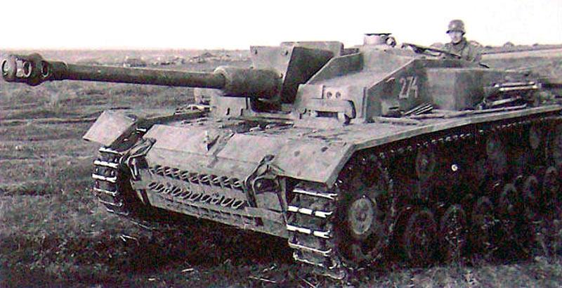 STUG-III-модели-F-выпуска-1942-г-был-первой-модификацией-с-длиным-стволом