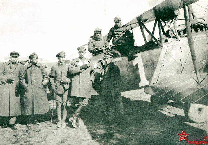Самолет на снимке - LVG C.V