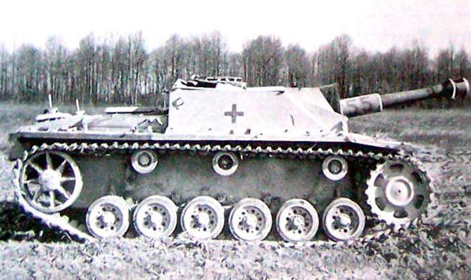не-СТУГ3,-а-штургаубица-Sturmhaubitze-(StuH)-42-с-105-мм-орудием-2