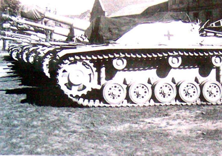 не-СТУГ3,-а-штургаубица-Sturmhaubitze-(StuH)-42-с-105-мм-орудием