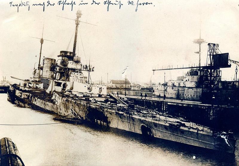 Крейсер зейдлиц в доке, повреждения