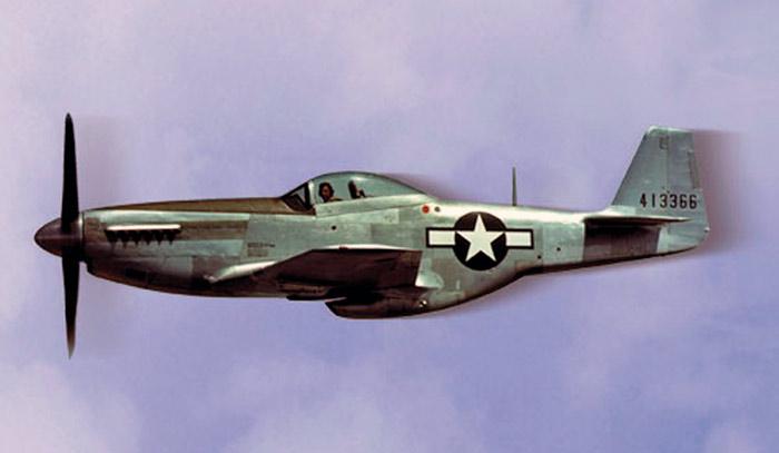 истребитель P-51 Мустанг в полете
