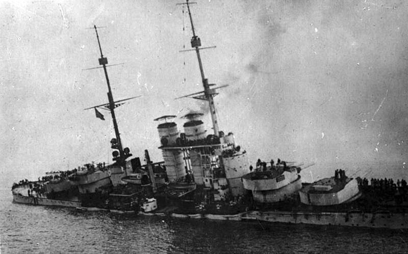Тонущий линкор Сент-Иштван. потери кораблей в первую мировую