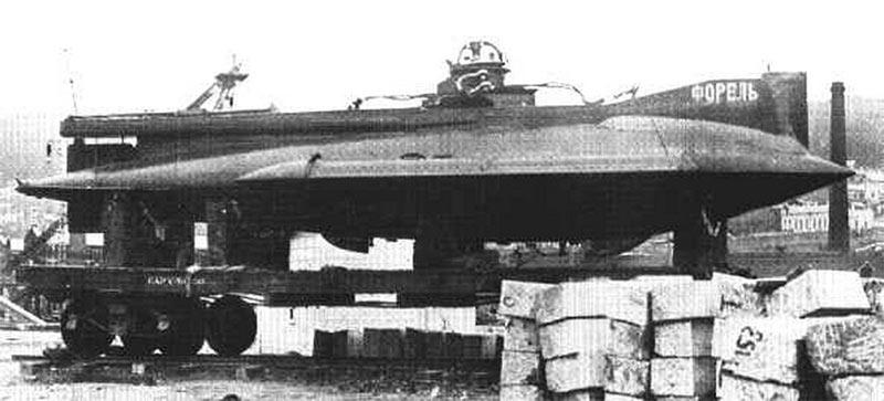 Подводная лодка Форель на железнодорожной платформе