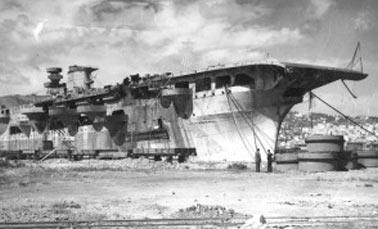 авианосец Аквила с кормы. К выходу Италии из войны, его готовность составляла 80%