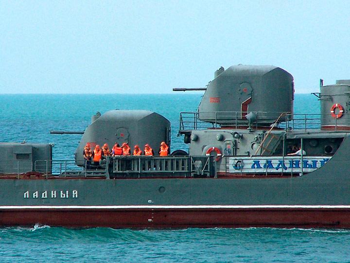 Башни АК-726 на корме сторожевого корабля проекта 1135 Ладный