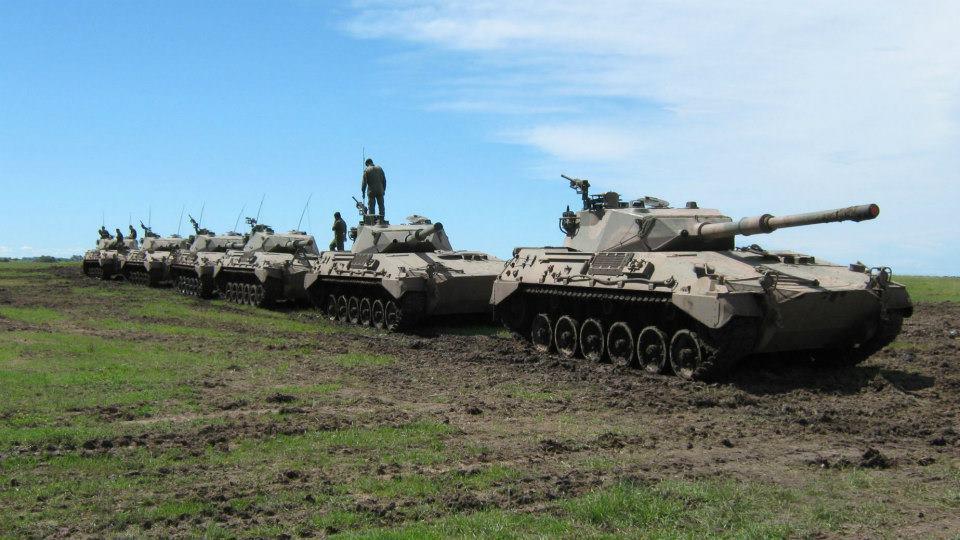 Колонна аргентинских танков TAM