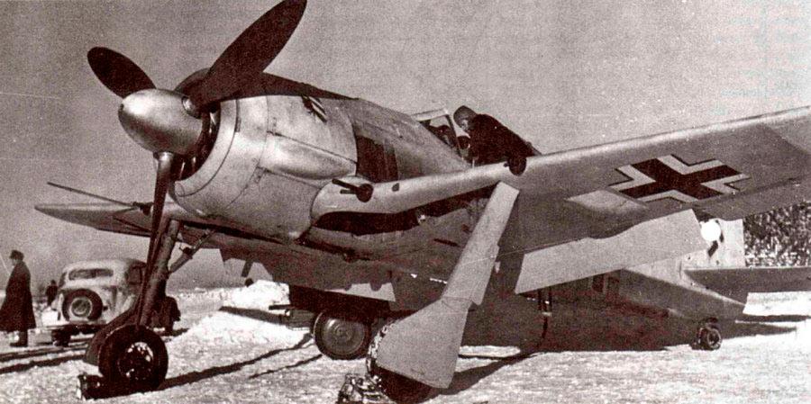 FW-190 готовят к вылету.