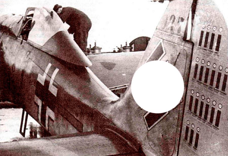 FW-190 лейтенанта Шнайдера (ноябрь-1941) - обратите внимание как сдвигается фонарь кабины.