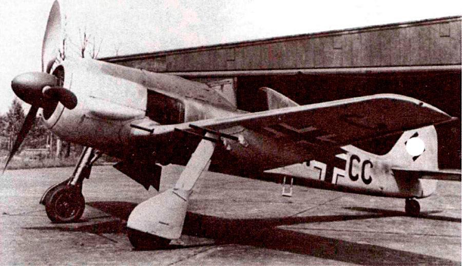 FW-190A-6(R-1) был медлительнее и тяжелее базовой модели, зато имел очень весомый аргумент в свою пользу - 4 дополнительные подкрыльевые пушки.