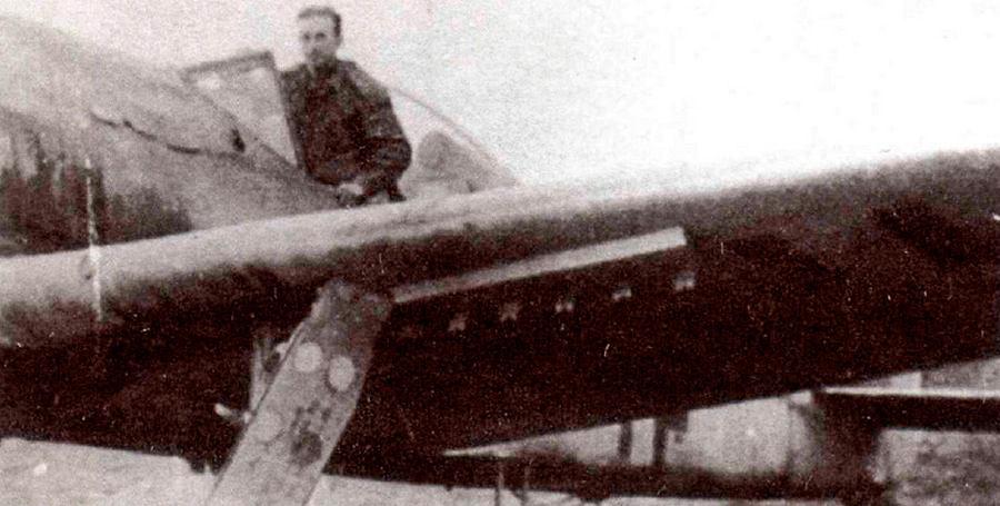 FW-190F-8 (штурмовик) с направляющими для реактивных снарядов Панцерблиц калибром 80-мм. Противотанковый реактивный снаряд приспособленный немцами для нужд авиации.
