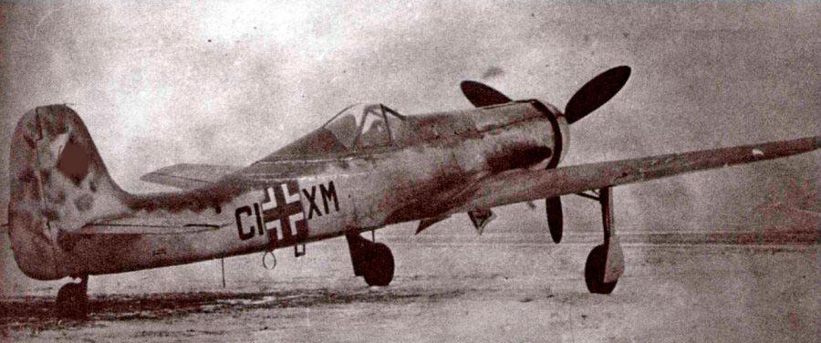 Ta-152C-1 отличался от Fw-190 сильно удлиненным крылом и сразу 5-ю пушками.
