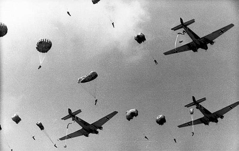 Сброс десанта с самолетов Ju-52
