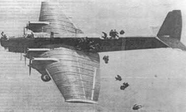 Десантирование с бомбардировщика ТБ-3. Просто, чтобы передать ощущения, испытываемые первыми десантниками