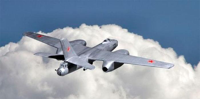 Реактивный бомбардировщик Ил-28, видны хвостовые пушки