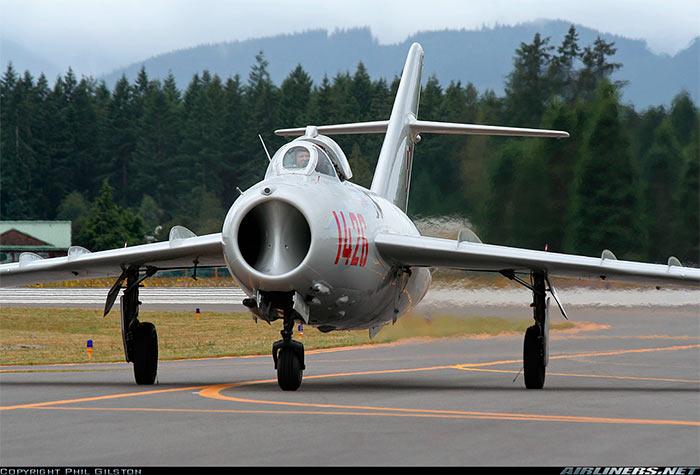 Вид на воздухозаборник МиГ-17. Найдите десять отличий от МиГ-15