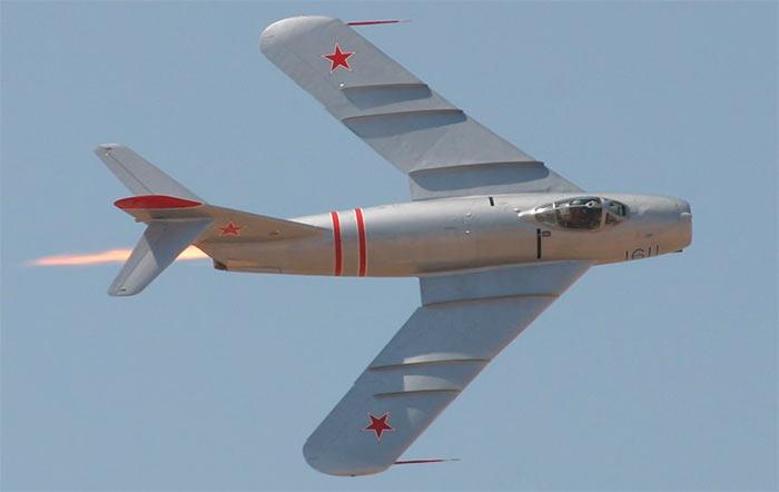 Отличить МиГ-17 от МиГ-15 внешне просто